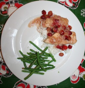 plate of cranberry chicken and green beans
